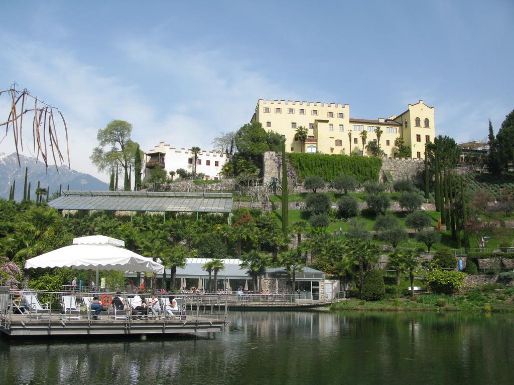Schloss_Trautmannsdorf_-_záhrada_roka_2013