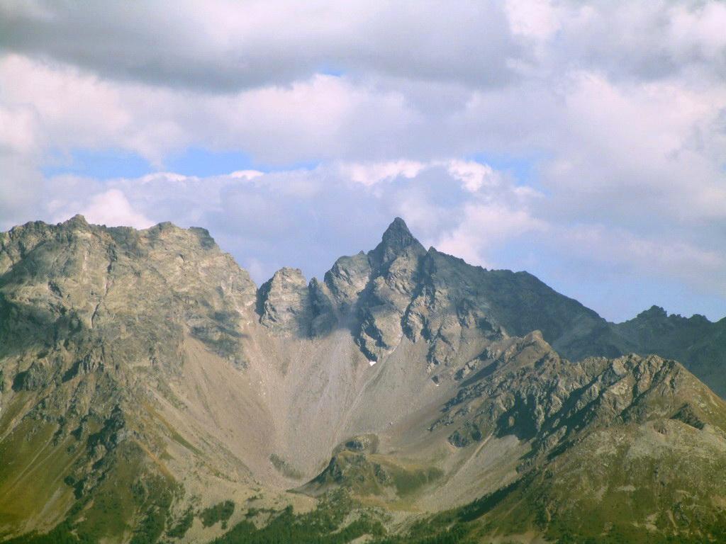 Piz_del_Teo_odfotený_z_Passo_Bernina
