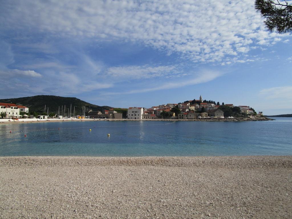 Primošten,_mestská_pláž