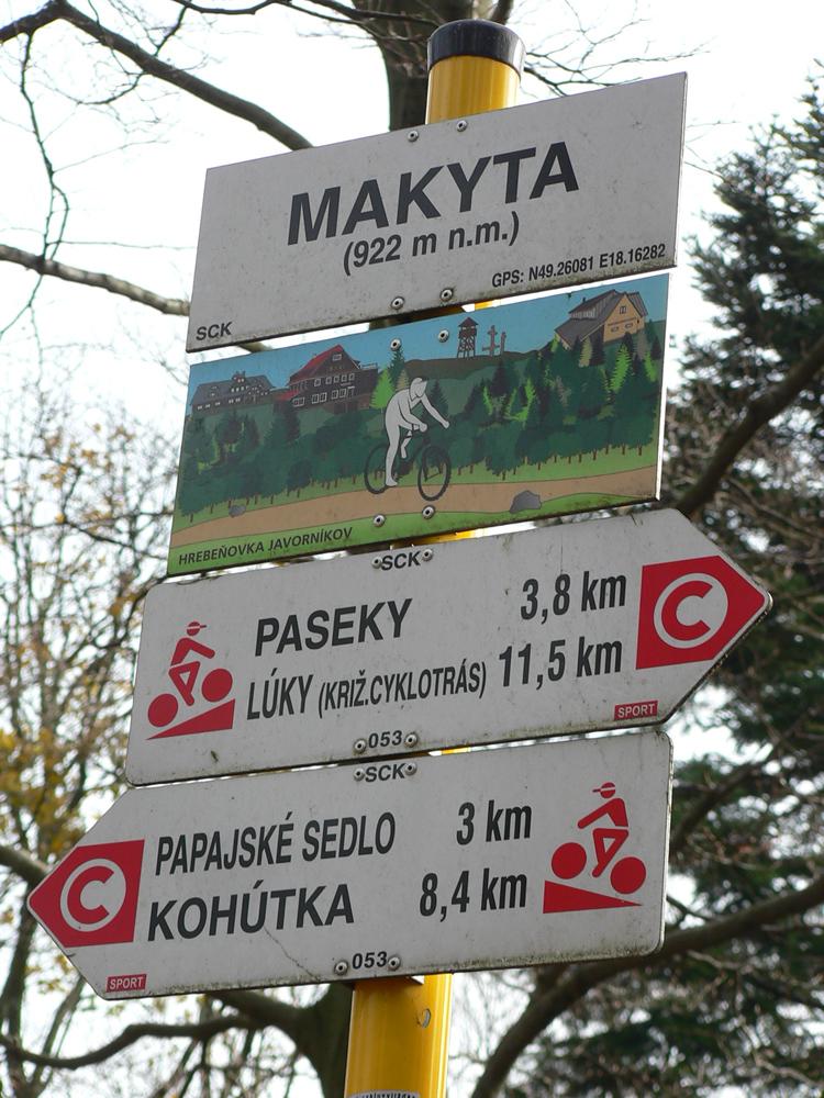 Najmä_úsek_cez_Papajské_sedlo_je_pre_bajkerov_chuťovečka,_hehehe...