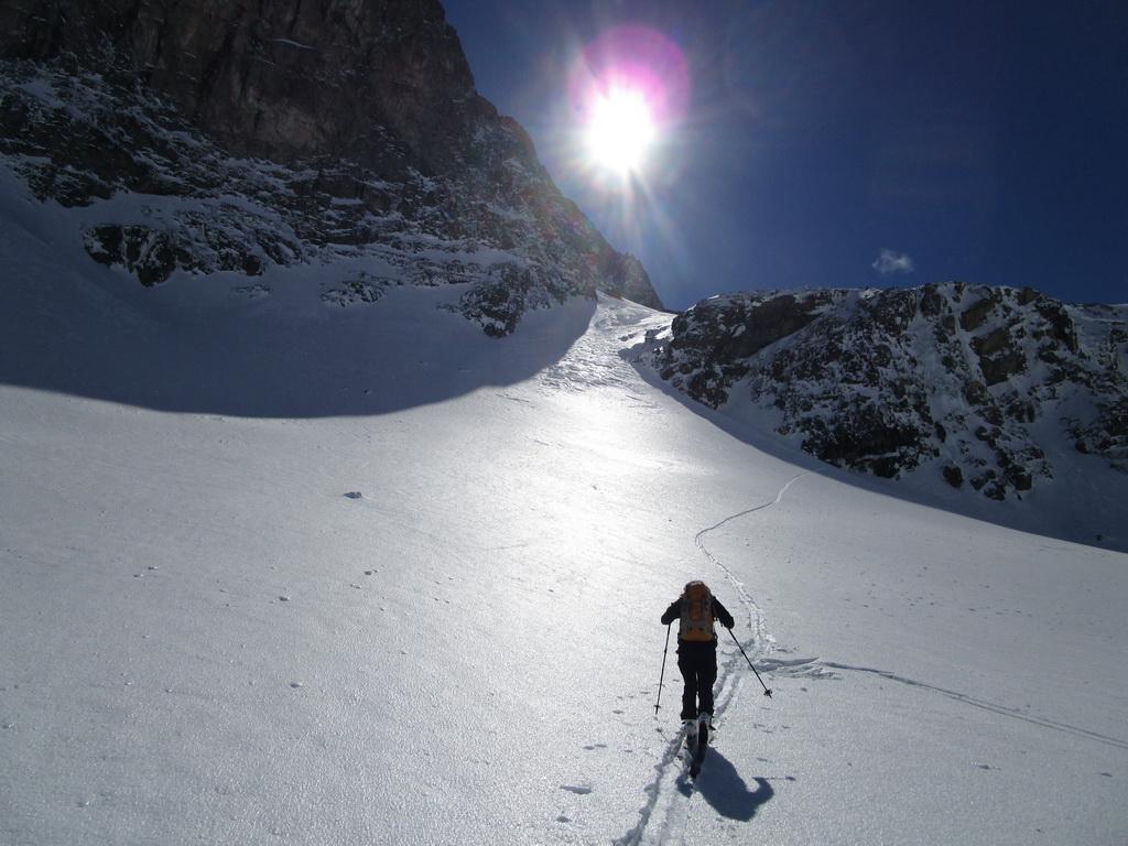 po_rovinke_nasleduje_prvé_kľúčové_miesto_výstupu,_strmý_svah_končiaci_ľadovým_traverzom