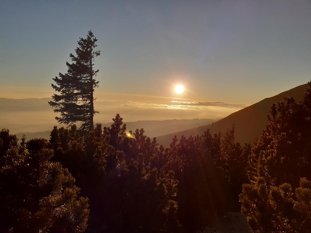 jesenné_výhľady,_slnko_zapadá_skoro