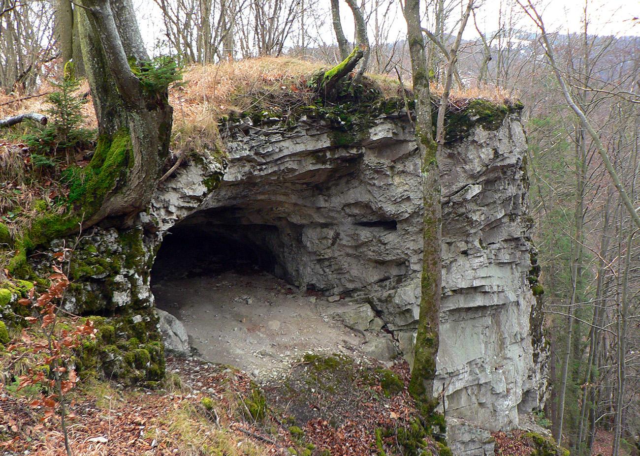 ...a_po_pár_metroch_je_tu_západný_portál_tunela._