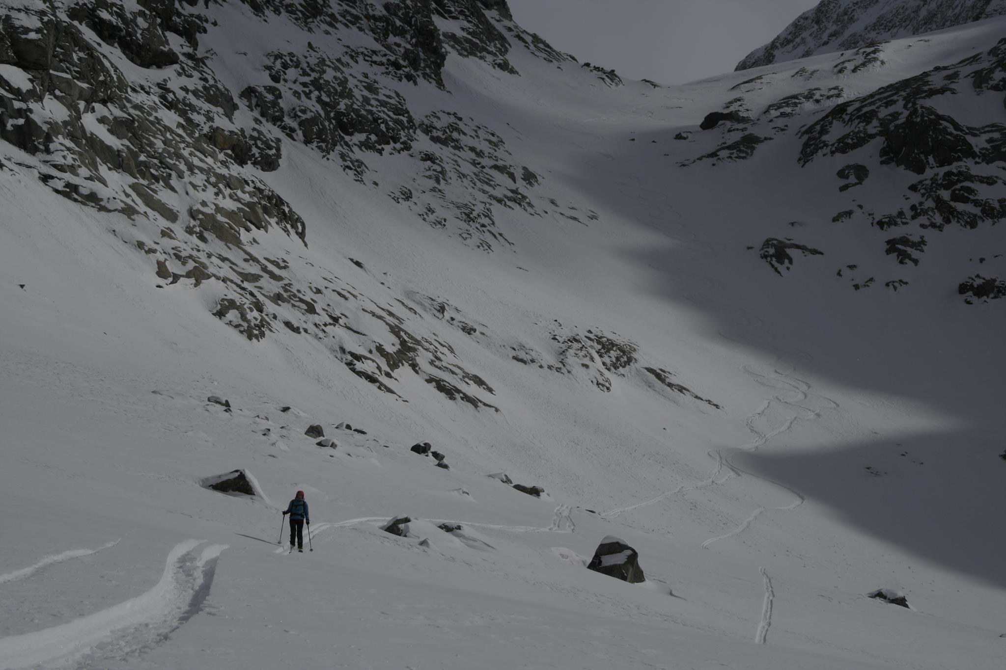 foto_spred_siedmych_rokov,_svah_v_pozadí_naplnený_snehom