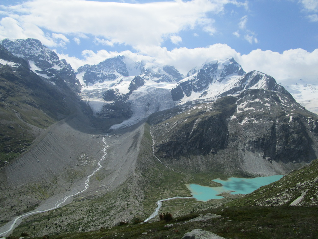 Berninské_Alpy,_Val_Roseg,_Lej_Vadret_vpravo_dole
